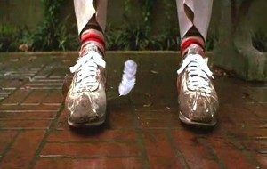 The feather lands at the feet of Forrest Gump
